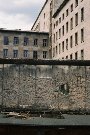 http://ellyclarke.com/files/gimgs/22_berlinwalls.jpg
